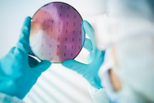 MB-Tech nettoie les microprocesseurs