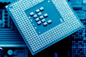 MB-Tech nettoie les composants électroniques